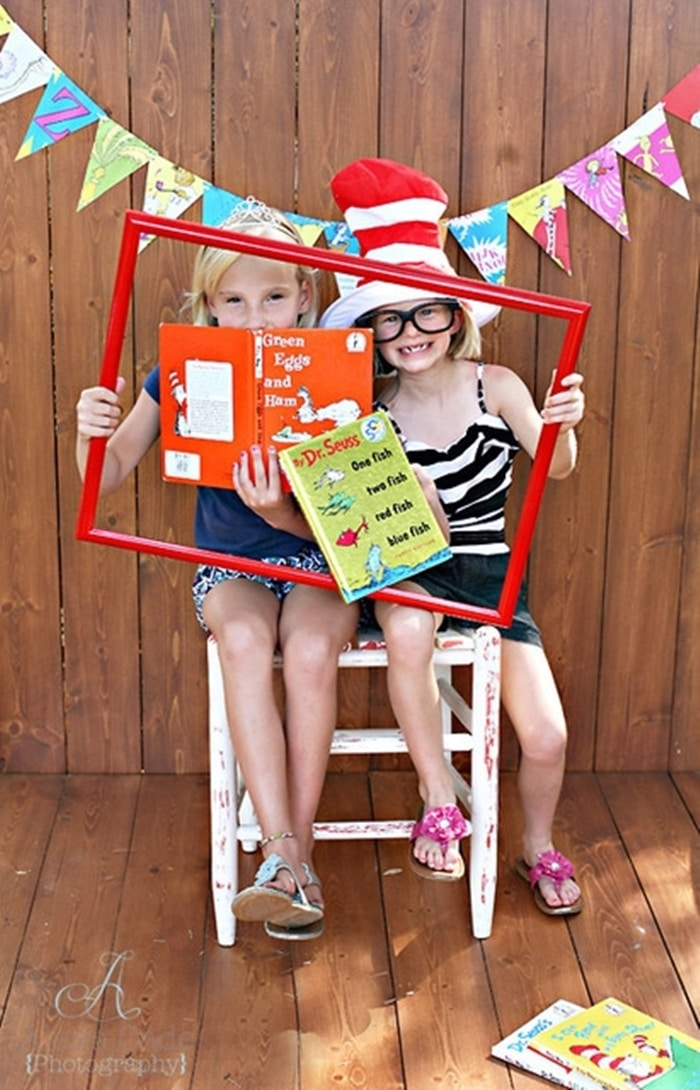 31 Ideas for Read Across America and Dr. Seuss - favorite book photo shoot
