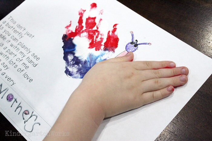 Free Kindergarten Activity - Mothers Day Handprint Poem