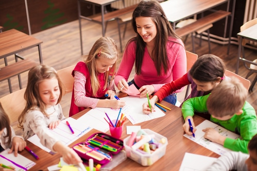 How to Differentiate Instruction in Your Classroom - Here we'll take a look at what differentiated instruction is, its roots, and how to apply it in your classroom.